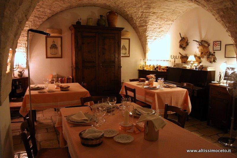 Cucine classiche artigianali - gres porcellanato effetto pietra ...